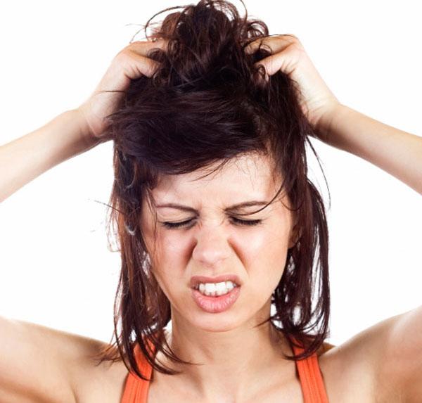 Come lavare i capelli grassi